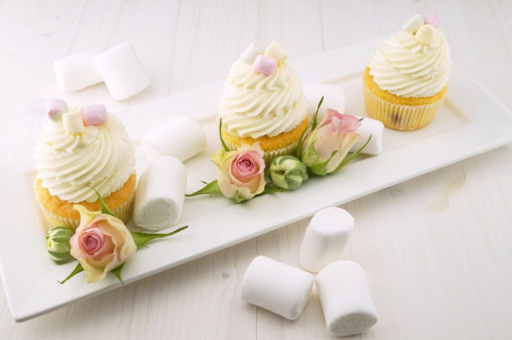 mothers-day-brunch-ideas-cupcakes