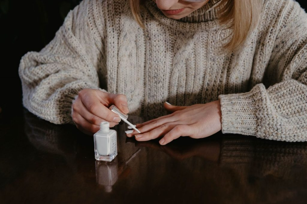 painting-your-nails-at-home-diy-manicure
